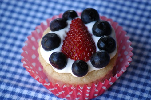 Happy Fourth of July Cupcakes or Flag Cake